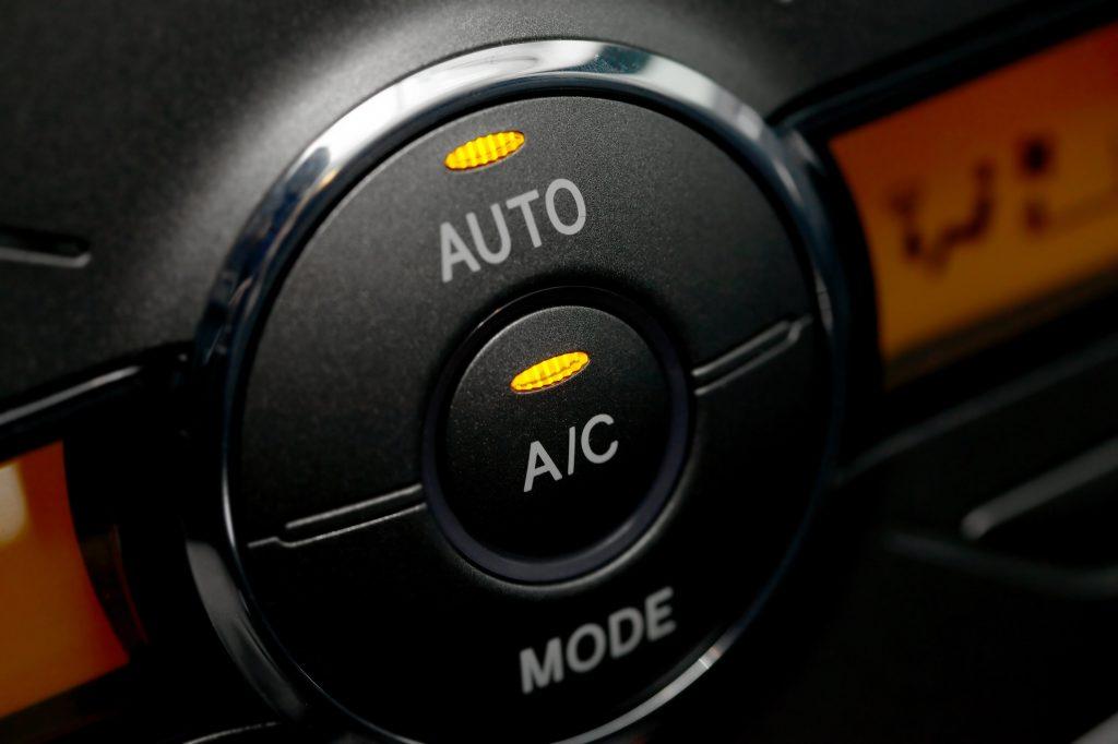 أزرار التحكم بـ مكيف السيارة