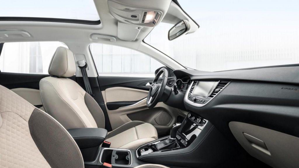شكل سيارة اوبل جراند لاند من الداخل