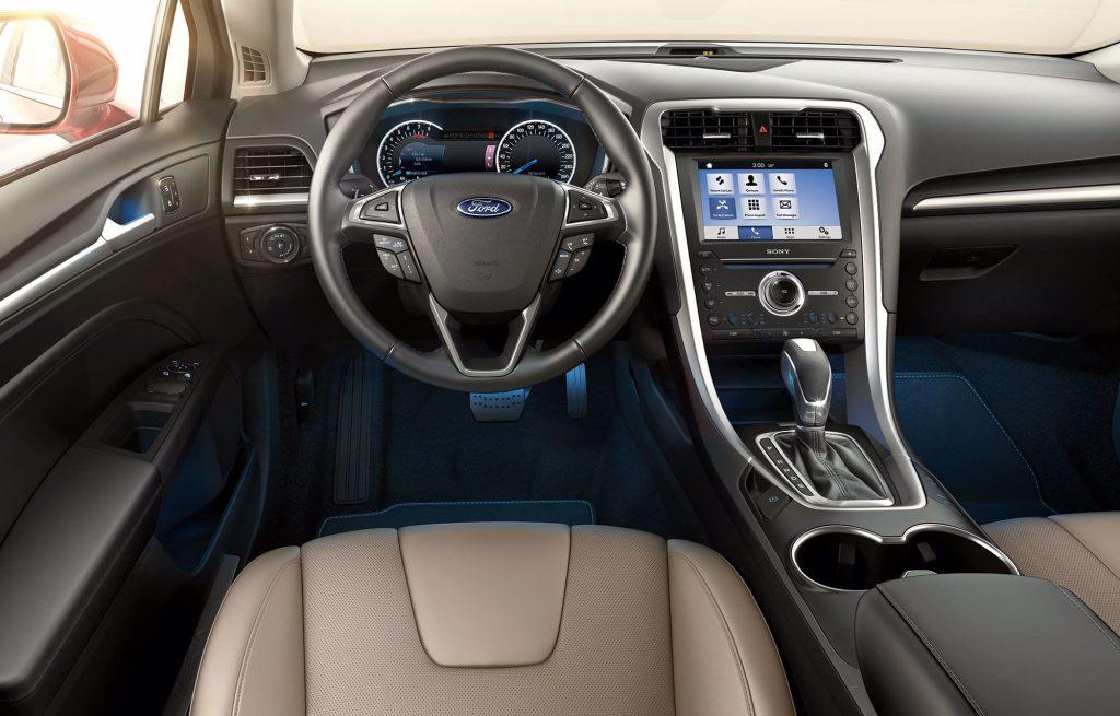 شكل سيارة فورد فيوجن 2020 من الداخل