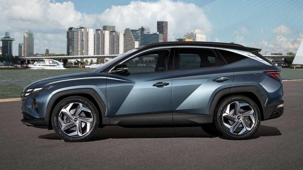 شكل سيارة هيونداي توسان موديل 2021 الجديد من الجانب في كوريا